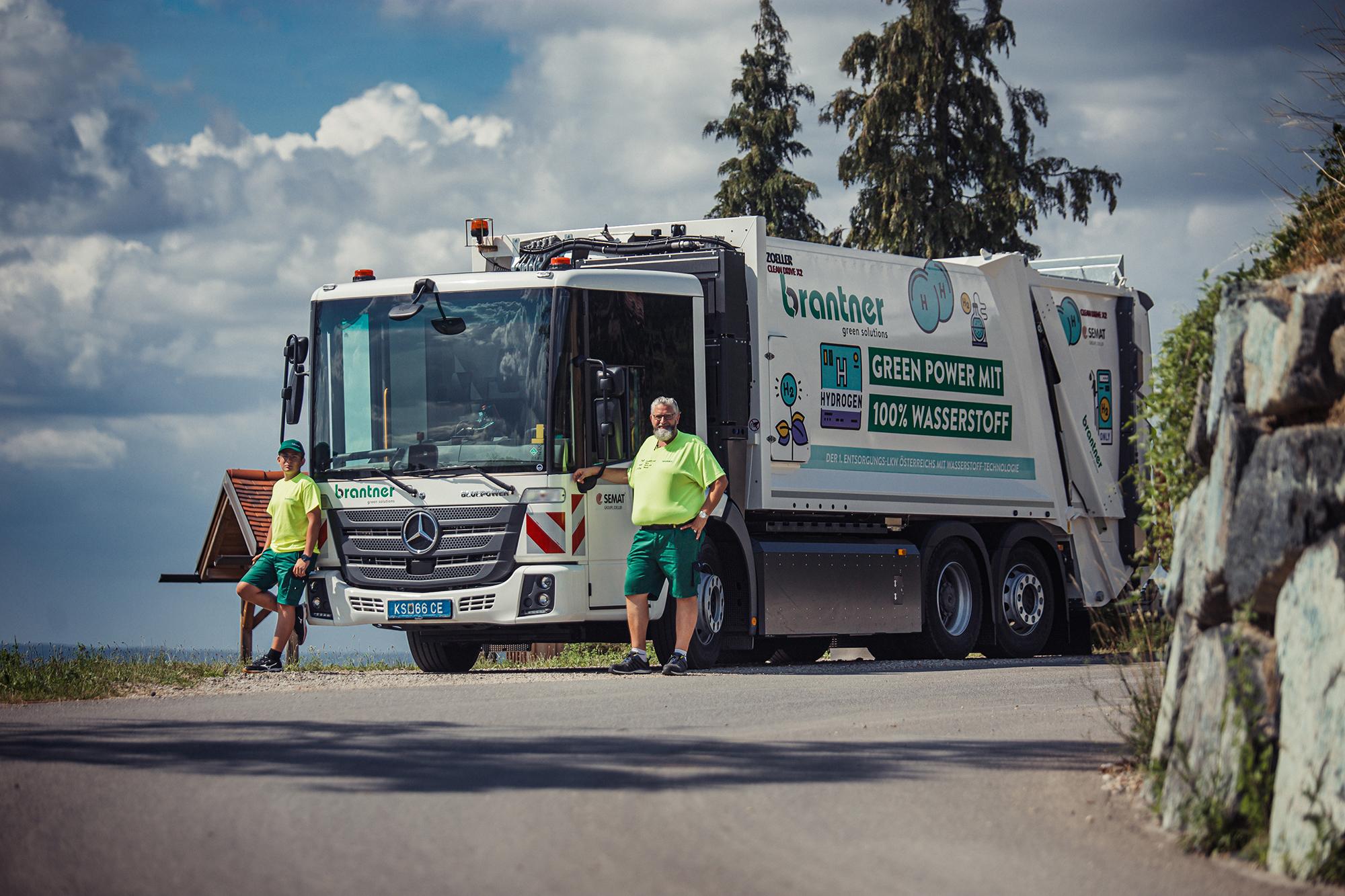 Brantner präsentiert modernstes Müllfahrzeug des Landes